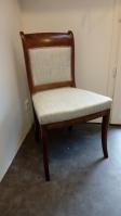 Série de 3 chaises en acajou : Tissu Lancelot de chez Casal. Finitions galon épi