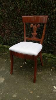 Réfection complète de cette série de 6 chaises. Tissu fourni par la cliente