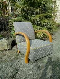 Réfection semi-traditionnelle de 2 fauteuils art déco. Tissu Optimo coloris jaune de chez Thévenon. Passepoil Colza.