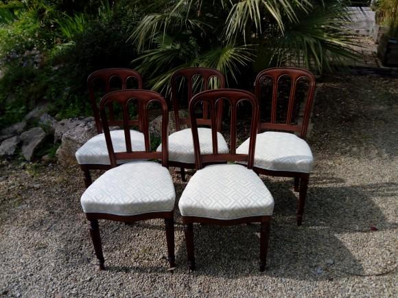 Couverture tissu de ces 5 chaises coordonnées aux fauteuils