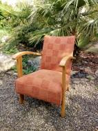 refection complète de ce fauteuil années 50/60. Tissu fourni par la cliente.
